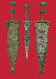 Roman pugios, scabbards. 1st cent CE. The right and left one are Type A pugios, while the middle and very small one is a Type B.