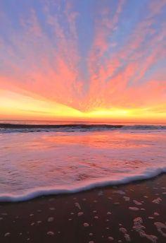 Pretty Sky, Beautiful Sunset, Beautiful Beaches, Sunset Wallpaper, Nature Wallpaper, Iphone Wallpaper, Retro Wallpaper, Sky Aesthetic, Purple Aesthetic