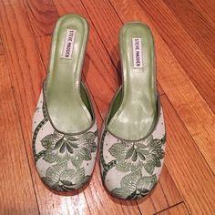 Steve Madden Green Floral 2 inch heels Adorable floral embroidered heels from Steve Madden. Light wear heels. 2 inch slides. 9 1/2 medium. Steve Madden Shoes Heels