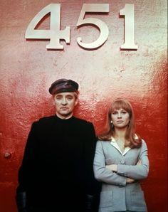 """""""Fahrenheit 451"""" la maravillosa #novela de Bradbury fue llevada al #cine varias veces sin embargo, sólo la versión dirigida por François Truffaut en el año 1966 merece destacarse por su brillante final y estupendo alegato en contra del """"adormecimiento"""" de las masas."""