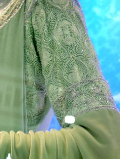 Lord of The Rings: The Return of The King : Arwen's coronation gown sleeve detail