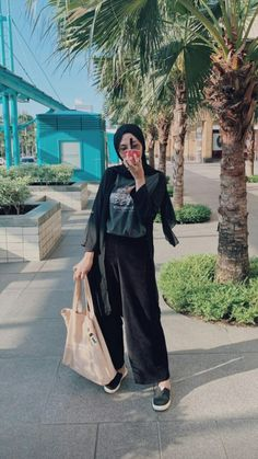 how to make outfits Modern Hijab Fashion, Street Hijab Fashion, Hijab Fashion Inspiration, Korean Fashion Trends, Korean Street Fashion, Ootd Fashion, Fashion 2020, Style Fashion, Skirt Fashion