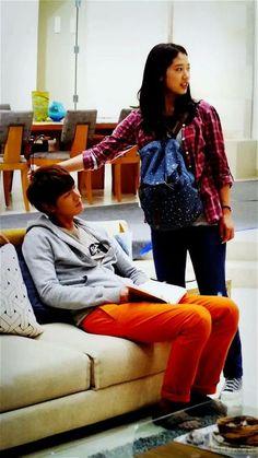 "Lee Min Ho and Park Shin Hye ♡ #Kdrama - ""HEIRS"" / ""THE INHERITORS"" // Behind The Scene // Soo sweet >."