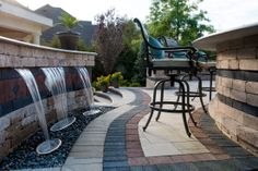 Brussels Dimensional® custom water feature and Umbriano® patio with Il Campo® and Series3000® accents.