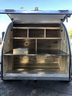 This camper boasts a unique interior cabin that includes a bunkbed for kids and a queen-size bed for adults. Teardrop Camper Interior, Airstream Interior, Vintage Airstream, Vintage Campers, Campervan Interior, Teardrop Trailer Plans, Teardrop Camper Trailer, Cool Campers, Campers For Sale
