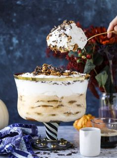 This pumpkin tiramisu made into a trifle has all the wonderful holiday flavors of maple and spices and uses gingersnap cookies as the base! Tiramisu Trifle, Cheesecake Trifle, Trifle Desserts, Dessert Recipes, Brownie Trifle, Pudding Desserts, Pumpkin Cheesecake, Dessert Bars, Cupcake Recipes