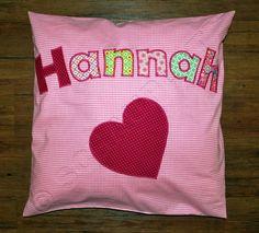 ein Kissen für Hannah.  #Garderobe #Kindergarderobe #Geschenk #Kinderzimmerdeko #persönlich #Kissen #Mädchentraum