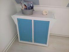 Self painted dressoir beachy styl