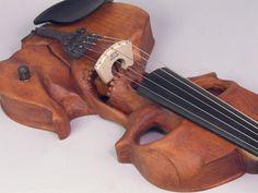 L'autre jour je vous ai parlé de la guitare en forme de courbes de femmes et bien continuons dans la muisque mais cette fois changeons un peu d'univers. Passons dans le merveilleux monde de la musique classique avec ce violon. Il faut l'avouer en général lorsque l'on parle de musique classique on se dit: musique [...] #violon