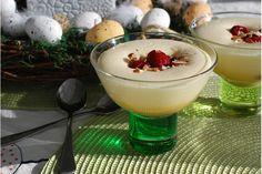 Äggtoddy med cognacsmarinerade hallon och mandelströssel. Den klassiska äggtoddyn passar perfekt som dessert vid högtider som jul och påsk. Denna variant innehåller grädde och är riktigt krämig och lyxig. De konjaksmarinerade hallonen och mandelströsslet sätter verkligen pricken över i:et i denna dessert.