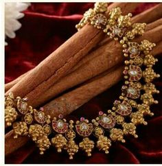 Indian jewellery. Statement necklace.