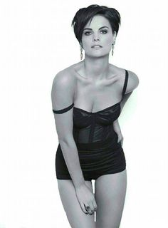Esquire gets under the sheets with Jaimie Alexander - Hollywood Gossip Jaimie Alexander, Jamie Alexander Hair, Hottest Female Celebrities, Hollywood Celebrities, Hot Brunette, Stunning Women, Poses, Celebrity Pictures, Beauty