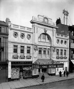 The Picture House, Liverpool, 1912 - under threat of demolition city Lost England – photographs from 1870 to 1930 Anfield Liverpool, Liverpool Town, Liverpool History, Liverpool England, Old Pictures, Old Photos, Antique Photos, Vintage Photographs, England