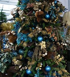 Cristhmas Tree Decorations Ideas : Turquoise and gold Christmas tree. Christmas Tree Roses, Peacock Christmas Tree, Turquoise Christmas, Creative Christmas Trees, Black Christmas Trees, Christmas Tree Design, Christmas Colors, Christmas Tree Decorations, Christmas Wreaths