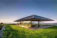 A casa é feita de vidro e pedra na Bulgária