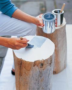 We have tree stumps all over the place since the two tornadoes. diy tree stump table from Martha Stewart. Love this idea--now I just need some tree stumps. Tree Stump Table, Tree Table, Tree Stumps, Do It Yourself Furniture, Diy Furniture, Furniture Gliders, Diy Projects To Try, Home Projects, Do It Yourself Inspiration