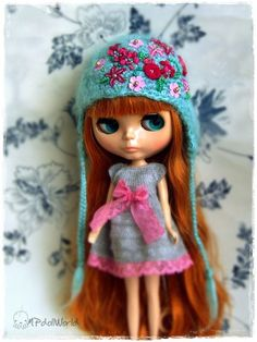 OOAK Blythe Hat Basaak Icy Doll Jecci Five Doll - Crochet Green (Mint) Hat With Pink Flowers