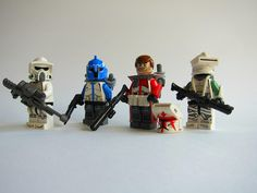 Yes I realize that a Senate Commando isn't a clone, but their cool. Lego Minifigs, Star Wars Minifigures, Lego Star Wars, Lego Mandalorian, Lego Clones, Lego Army, Lego Toys, Lego Figures, Cool Lego Creations