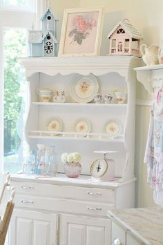 So in love with this beautiful kitchen, tea would be lovely :)
