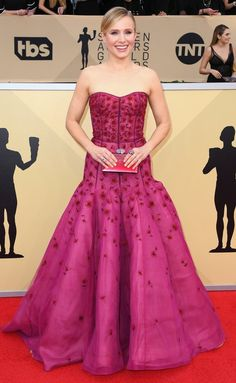 SAG Awards 2018 Red Carpet: Best Dressed and Fashion Highlights - Kristen Bell in J. Hollywood Actress Photos, Oscar Dresses, Belle Dress, Red Carpet Gowns, Sag Awards, Kristen Bell, Celebrity Dresses, Red Carpet Fashion, Pink Dress
