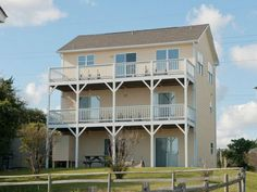 If you are looking for a vacation rental with plenty of space for you and your family, then you have found it in this week's Featured Property, Barefoot Pelican.