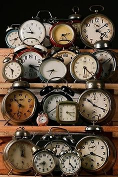 This is what i want ....all these clocks!  saw someone use  a lot of them on a mantle for a new years eve display.  love it!!
