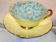 SHELLEY OLEANDER DAISY MARGUERITE CHINTZ TEA CUP AND SAUCER