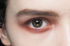 Such a gorgeous autumnal colour, use both cream and shadow to create colour intensity and perfectly blended edges.