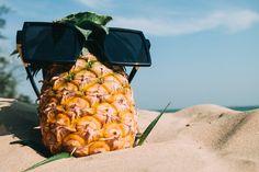 Pineapple Fruit With Sunglasses on Sand · Free Stock Photo Dieta Hcg, Dieta Paleo, Home Remedy For Cough, Cough Remedies, Sunburn Remedies, Promenade Sur La Plage, Smothie, Black Friday, E Cigarette