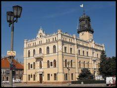 Ratusz w Jarosławiu budynek pierwotnie gotycki, wzniesiony w XV wieku, kilkakrotnie przebudowywany m.in. w XIX wieku w stylu neorenesansowym.