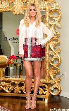Эшли Симпсон в юбке и блузе в стиле Бохо
