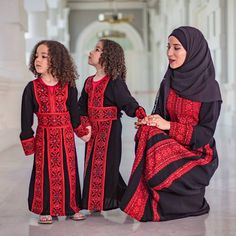 """1,416 Likes, 38 Comments - Hasna B / حسناء ب (@hasnahijabstyle) on Instagram: """"❤ MOI ET MES PRINCESSES ❤ #mumfashion #mumdaughter #twins👭 #abayas #jordandress #muslimahchamber…"""""""