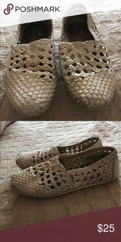Toms size 6 shoes Toms size 6 shoes TOMS Shoes Flats & Loafers