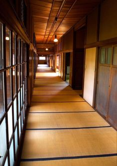Here is what you need to know about japanese arquitecture – Modern Home Japanese Modern House, Traditional Japanese House, Small Modern Home, Japanese Interior, Japanese Buildings, Japanese Architecture, Sustainable Architecture, Pavilion Architecture, Residential Architecture