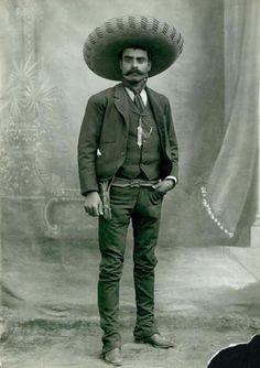 Mexican Revolutionary Emiliano Zapata.  Source: lalettredelaphotographie.com