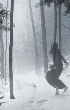A ghost in the forest. Art Zombie, Imagenes Dark, Foto Fantasy, Arte Obscura, Monochrom, Story Inspiration, Writing Inspiration, Dark Art, Dark Side