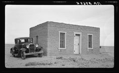 As you can see, New Mexican homes in the had a variety of architectural styles. This adobe home was located in Las Cruces. Travel New Mexico, New Mexico Usa, Rare Photos, Old Photos, Vintage Photos, New Mexico History, Adobe House, Land Use, New Mexican