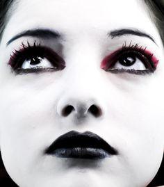Sinister Black Eye / Lip Liner Gothic Cosplay Makeup