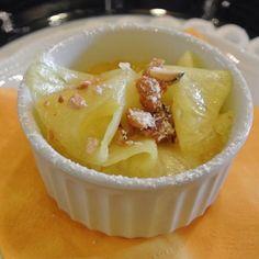 Il carpaccio di ananas, con crema caramellata e mandorle