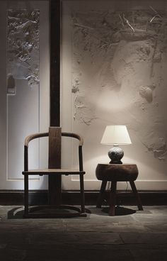 Asian Interior inspiration - this chair and textured wall provides a relaxed Zen aura. Chinese Design, Asian Design, Chinese Style, Asian Interior Design, Interior Exterior, Interior Architecture, Lobby Interior, Le Style Zen, Modern Asian