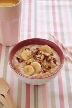 Breakfast oats with banana Snack Recipes, Healthy Recipes, Snacks, Healthy Food, Banana Breakfast, Breakfast Ideas, Toddler Meals, Toddler Food, Breakfast At Tiffanys