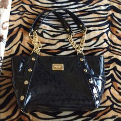 EUC Michael Kors Black Mirrored Delancey Handbag Authentic Delancy MK signature mirrored black bag. Used a handful of times and has been sitting in my closet untouched for about 8 mos. sprayed w MK rain and stain also. No rips, tears, or stains and is in overall very good condition. No dustbag w this type of bag. Retails for $448. Price firm unless bundled! Due to current personal circumstances, I only ship once a week. Michael Kors Bags Shoulder Bags