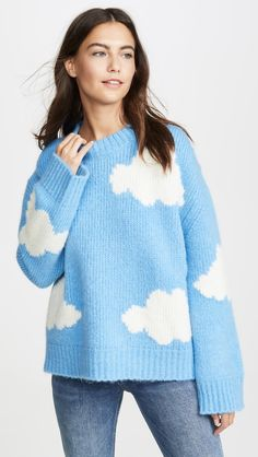If you're ready to spruce up your wardrobe in start with your sweaters. Not only are these pieces comfy, but they'll match with just about anything you Cute Sweaters For Fall, Cool Sweaters, Winter Sweaters, Sweaters For Women, Black And White Outfit, Clouds Pattern, Winter Mode, White Women, Pulls