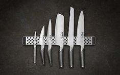 GLOBAL knive - gerne chefkniv, brødkniv, grønsagskniv og mindre knive som på billedet, samt en serveringstang el pincet (også global)