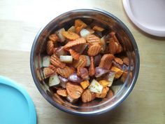 Peel and chop yams and carrots, chop potatoes. Cover in vegetable oil, add seasoning salt, parsely. Bake at for 45 minutes Yams, Carrots, Almond, Potatoes, Oil, Baking, Vegetables, Cover, Patisserie