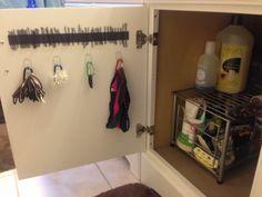 Can use shower curtain rings instead for hair ties too! Hair Product Organization, Home Organization Hacks, Bathroom Organisation, Organizing Tips, Hair Tie Organizer, Romantic Master Bedroom, Shower Curtain Rings, Decorating Blogs, Getting Organized