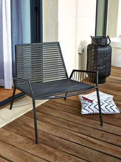 Fauteuil ROMAIN - Coussin IKAT Outdoor Landscaping, Outdoor Gardens, Outdoor Chairs, Outdoor Furniture, Outdoor Decor, Rooftop Terrace Design, Vintage Design, Wicker, Outdoor Living