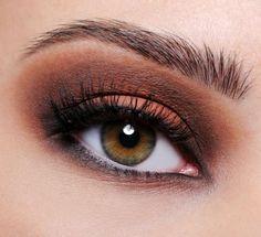 Gorgeous dark warms on hazel eyes.