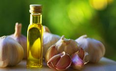 Remedies For Varicose Veins Clogged Ear - Garlic Oil - Clogged ear? Do you feel a 'ringing' sensation in your ear? Does your ear pain as well? Then it might be due to ear congestion. Here are home remedies for ear congestion that are simple yet effective Varicose Vein Remedy, Varicose Veins, Top 10 Home Remedies, Natural Home Remedies, Natural Healing, Natural Skin, Ear Congestion, Clogged Ears, Garlic Benefits