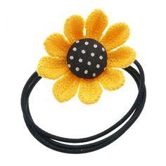 Zwart haarelastiek voorzien van een zonnebloem figuur. Deze bloem is ongeveer 5cm breed. En geeft jouw staart net dat beetje extra's.